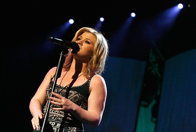 Kelly Clarkson Plays Sydney