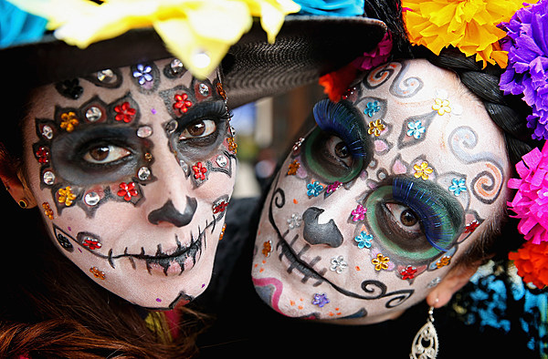 the history and changes in the celebration of dia de los muertos or the day of the dead El día de los muertos or day of the dead is celebrated in many latin american countries where the dead are honored and remembered in a positive way celebrated in connection with the catholic holidays of all saints day on november 1st and all soul's day on november 2, celebrations vary from one country and region to another and can be.