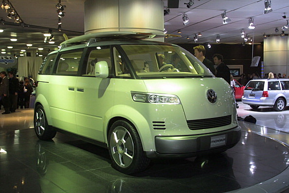COOPER-109-01/09/01-Detroit NAIAS:VW introduce the Microbus concept vehicule today at the North Amer